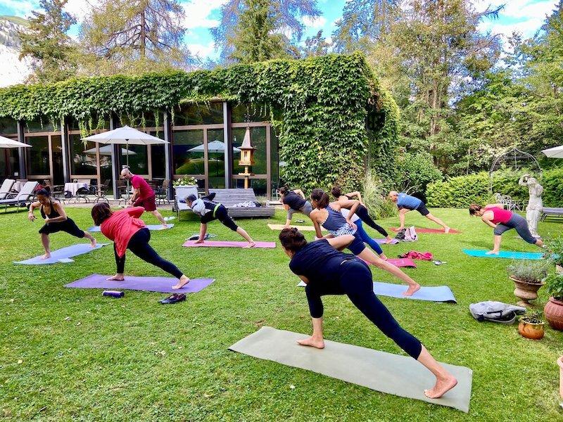 Yogatogo_Flims_Schweizerhof_YogaimGarten_02