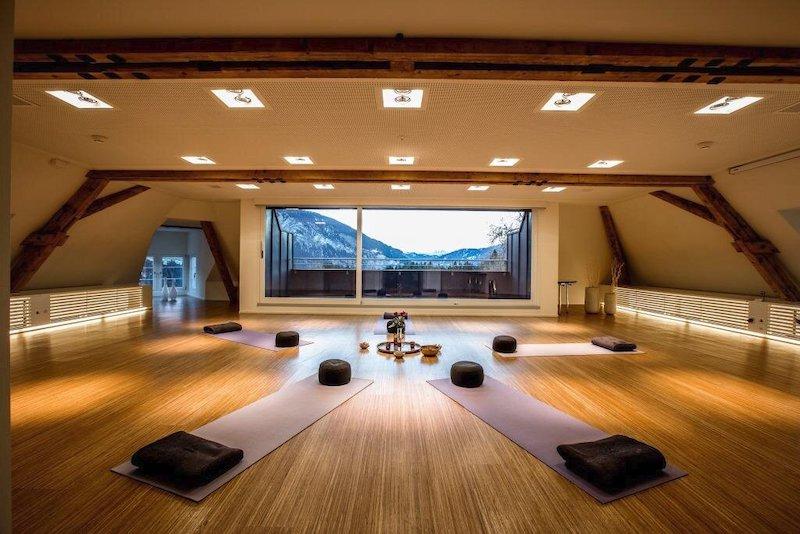 Yogatogo_Flims_Schweizerhof_Yogaraum_Winter